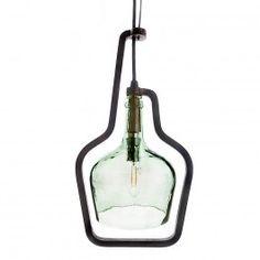 Las Oli Lamp son una familia de lámparas de forja con una garrafa por pantalla.