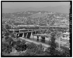 1.  FIGUEROA STREET AND LOS ANGELES RIVER VIADUCTS AND INTERSTATE 1-5 INTERCHANGE. LOOKING 356°N. - Arroyo Seco Parkway, Figueroa Street Viaduct, Spanning Los Angeles River, Los Angeles, Los Angeles County, CA