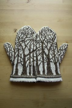 deep in the forest mittens. tuulia salmela. pattern: http://www.ravelry.com/patterns/library/deep-in-the-forest-mittens