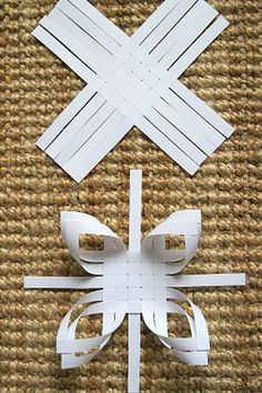 Snowflake Paper Craft~ Pretty, not-too-challenging, low-cost craft!how to make snowflakes Haikaranpesä kodiksi.Snowflake Paper Craft~ Perhaps the coolest thing about this project is that the website it came from is in Finnish (I think!Stork's Nest home. Christmas Paper Crafts, Holiday Crafts, Christmas Crafts, Christmas Decorations, Christmas Ornaments, Weaving Projects, Craft Projects, Diy And Crafts, Crafts For Kids