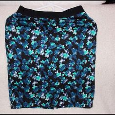 Cute skirt Still in great condition.comes in petite size Ann Taylor Skirts Pencil