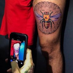 Collaboration between Sasha Unisex and Corey Divine for this cool bee tattoo.