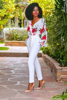 Style pantry floral v-neck bodysuit + belted pegged pants my style in 2019 fashion Older Women Fashion, Black Women Fashion, Look Fashion, Womens Fashion, Feminine Fashion, Fashion Fall, Daily Fashion, Classy Outfits, Chic Outfits