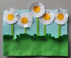 Miniškolka Vláček (SVČ Domeček, Plzeň - Bolevec) - Album uživatelky dita_a_ivan… Summer Crafts For Kids, Crafts For 3 Year Olds, Crafts For Kids To Make, Art For Kids, Easy Arts And Crafts, Diy And Crafts, Paper Crafts, Classroom Crafts, Preschool Crafts