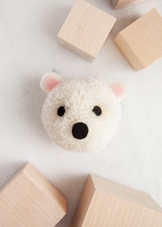 Learn how to make a polar bear animal pom pom craft with this easy tutorial. Diy Crafts For Tweens, Craft Projects For Kids, Diy For Teens, Kids Crafts, Project Ideas, Pom Pom Crafts, Yarn Crafts, Diy Beauty Projects, Rainy Day Crafts