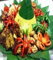 Nasi tumpeng khas indonesia