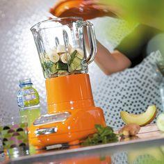 Der KitchenAid Artisan Blender hat eine robuste, stabile und langlebige Basis aus Spritzgussmetall. Der große Glasbehälter hat ein Fassungsvermögen von 1,5l und ermöglicht aufgrund seiner einzigartigen Form ein einfaches Ausgießen und Reinigen.