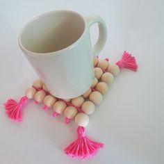 DIY  Dessous de plat perles de bois et pompons