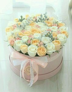 Luxury flowers uploaded by 𝓈𝒶𝓂𝒶𝓃𝓉𝒽𝒶 𝓈𝑒𝓇𝑒𝓃𝒶 ✰ Flower Box Gift, Flower Boxes, My Flower, Beautiful Rose Flowers, Beautiful Flowers, Rosen Box, Bouquet Box, Luxury Flowers, Deco Floral