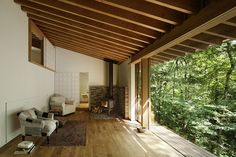 Hiroshi Nakamura & NAP - Cockpit in the forest house, Karuizawa Photos © Koji Fujii. Forest Cottage, Forest House, Interior Architecture, Interior And Exterior, Home Interior Design, Three Season Room, Japanese House, Japanese Style, Villa
