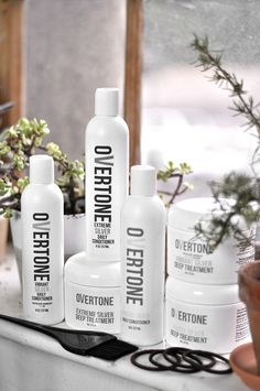 Check out this tutorial to learn how to get that perfect silver ombre hair at home with oVertone! It's a DIY ombre made easy. LOVE this hair color! Silver Ombre Hair, Dyed Hair Ombre, Pink Ombre Hair, Best Ombre Hair, Dyed Hair Purple, Brown Ombre Hair, Diy Ombre, Hair Dye, Gray Hair
