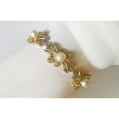 Bracelet Faux Pearls Rhinestones Goldtone Flowers Vintage Wedding... ($13) ❤ liked on Polyvore featuring jewelry, bracelets, flower jewelry, vintage bridal jewelry, christmas jewelry, bridal jewellery and rhinestone wedding jewelry