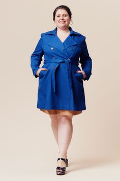Close-fitting, unlined, double-breasted trench coat with princess seams. Pleats at front and back, diagonal welt pockets, and two-piece sleeves. The pattern envelope contains a full size pattern and a detailed instruction booklet. The PDF pattern contains a full size printable pattern (A0 and A4/US letter formats) and a detailed instruction file.