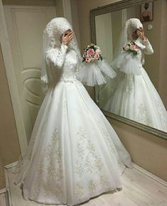 Muslim Wedding Gown 2019 - Pictures of Wedding Dress and Lipstick Muslim Wedding Gown, Hijabi Wedding, Muslimah Wedding Dress, Muslim Wedding Dresses, Muslim Brides, Bridal Dresses, Wedding Gowns, Muslim Couples, Wedding Cakes