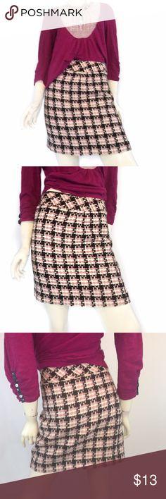 6 loft Pink / Brown Houndstooth Skirt 6 loft Pink / Brown Houndstooth Skirt  -EUC -49% acrylic 40% wool 9% polyester -lined -waist 30 hips 40 length 18  Ship same day. No trades. Price firm but do offer bundle discount. LOFT Skirts Mini