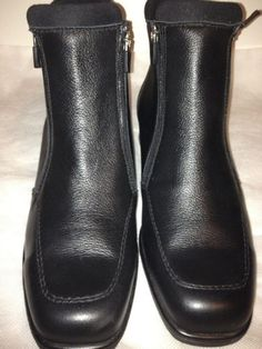 Contoura Sport Waterproof Winter Black Leather Ankle Boot Size 9 Sale $150.00. Note they run large fit like 9.5. Contoura Sport handcrafted waterproof leather boots are exclusively designed for the chic stylish woman looking for superior comfort. Gorgeous high quality full grained black leather with detailed stitching covers the square toe boot. These Eye-catching, waterproof, warm boots are fully lined with black faux fur, perfect for braving the cold winter elements in style. Warm Boots, Black Leather Ankle Boots, The Chic, Looking For Women, Rubber Rain Boots, Chelsea Boots, Faux Fur, Fashion Outfits, Stylish
