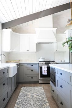 Uplifting Kitchen Remodeling Choosing Your New Kitchen Cabinets Ideas. Delightful Kitchen Remodeling Choosing Your New Kitchen Cabinets Ideas. Kitchen Cabinet Remodel, Grey Kitchen Cabinets, Kitchen Redo, New Kitchen, Kitchen Ideas, White Cabinets, Kitchen Country, Kitchen Rustic, Upper Cabinets