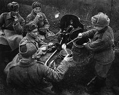 Soviet Machinegunners Receiving Lunch