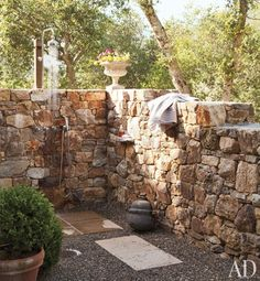 stone walled outdoor shower -- Don Rela Gleason's Napa Valley Home : Architectural Digest Outdoor Bathrooms, Outdoor Rooms, Outdoor Gardens, Outdoor Living, Outdoor Kitchens, Napa Valley, Outside Showers, Outdoor Showers, Strand Design