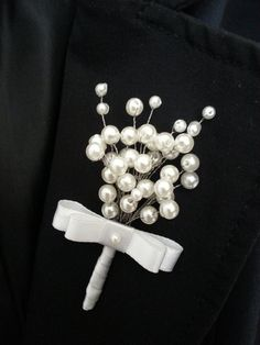 Hizi broche are avaible on order for tshs any color for flowers but for pearls it comes in white bronze and creme. Zinaweza tumika kwa grooms wedding committee events groomsmen e.c Please DM for inquiries.Nat, do you like these? Wedding Brooch Bouquets, Corsage Wedding, Wedding Accessories, Hair Accessories, Pearl Bouquet, Corsage And Boutonniere, Boutonnieres, Diy Wedding Flowers, Wrist Corsage
