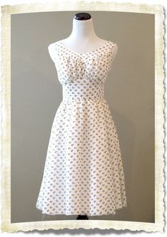 cute DIY dress! No tutorial  :( Just picture. [this is super adorable and SOMEONE FIND THE PATTERN. STAT.]