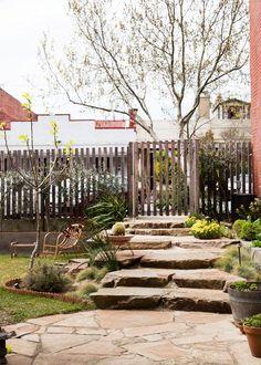 Inner city low maintenance garden... Just around the corner from where I use to live.    AngelucciGorman-gardenpath