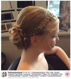 Si tu niña es pajecita en una boda o si las mamás de las pequeñas te están pidiendo ayuda inspírate con estos lindos y relajados peinados para que ese día la pasen muy bien.Puedes optar por algo sencillo y recogido.El cabello suelto también puede ser muy elegante.¿Qué tal un...