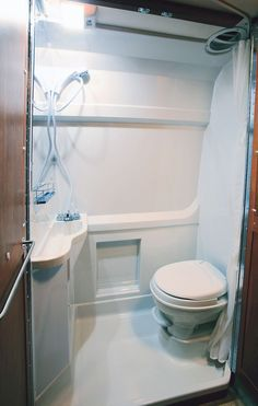 39+ Best RV Bathroom Collections For RV Bathroom Remodelling Inspirations