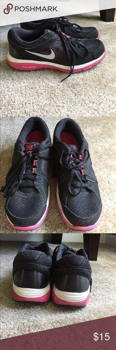 Nike Dual Fusion Run Size 6 Sneakers Black / Pink Nike Dual Fusion Run Size 6 Sneakers Used but good condition Black Hot Pink Smoke Free Home Nike Shoes Sneakers