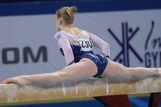 Girl gymnast performing on the balance beam. Gymnastics Problems, Gymnastics Poses, Amazing Gymnastics, Acrobatic Gymnastics, Gymnastics Photography, Sport Gymnastics, Artistic Gymnastics, Olympic Gymnastics, Gymnastics Leotards