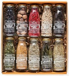 Packaging of spices Spices Packaging, Glass Packaging, Food Packaging Design, Pretty Packaging, Brand Packaging, Gift Packaging, Packaging Ideas, Bottle Design, Food Design