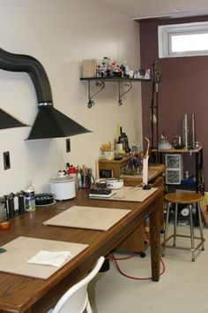 Melissa Muir Studio--many other pics showing layout. a dream studio! Workshop Studio, Studio Setup, Studio Ideas, Workshop Ideas, Garage Workshop, Dream Studio, Home Studio, Studio Spaces, Garage Studio
