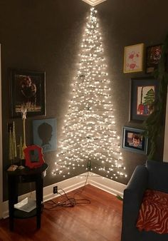 Classic Christmas Wall Trees To Copy Right Now corner Christmas light wall tree. Lots of other options for wall corner Christmas light wall tree. Lots of other options for wall trees! Wall Christmas Tree, Simple Christmas, Christmas Home, Christmas Holidays, Natural Christmas, Christmas Tree Ideas For Small Spaces, Christmas Wall Decorations, Christmas Tree Made Of Lights, Christmas Cactus