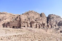 Plan the adventure of a lifetime with the best Petra hiking trails & temples, Petra map & 15 essential tips to visit Petra, the magical lost city of Jordan. Petra Map, City Of Petra, Jordan Tours, Jordan Photos, Jordan Travel, Original Travel, Lost City, World Heritage Sites, Jordan Spieth