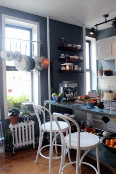 Best Behr Paint Colors: Dramatic Darks | Apartment Therapy