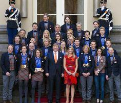 Los Reyes de Holanda reciben a los medallistas de Sochi