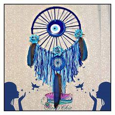 Boa noite. Lindo filtro dos sonhos com olho grego e penas de Arara. Encomenda concluída.  #dreamcatcher #filtrodossonhos #encomenda #penas #ave #arara #azul #mandala #decor #decoracao #Alagoas #Brasil #alternativo #namaste.