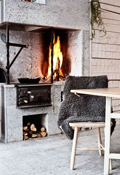 Interesting fireplace at bench height, and the oven is a fire too, and the lid can come off so you can hang a pot over it.