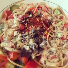 Mediterranean hummus pasta. Easiest vegan creamy pasta sauce - just use hummus and mix with some hot water  #mealmentor #happyherbivore #plantbased #wfpbno #vegan #pasta #hummus by veggiejoyce