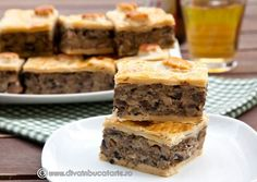 Very tasty mushroom pie. (in Romanian) Mushroom Pie, Muffin Recipes, Pie Recipes, Canned Blueberries, Vegan Scones, Gluten Free Flour Mix, Scones Ingredients, Fingerfood Party, Vegan Blueberry