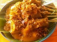 RESEP SATE PADANG ASLI PALING ENAK Sate Padang, Sauce Recipes, Cooking Recipes, Bbq Skewers, Indonesian Cuisine, How To Grill Steak, Street Food, Asian Recipes, Catering