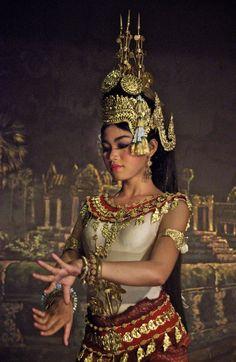 Cambodian Royal dancer in Siem Reap.    traditional cultural Apsara