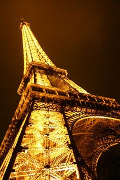 Great photography. It takes the Eiffel Tower  to a whole other level. So much detail. Love it!