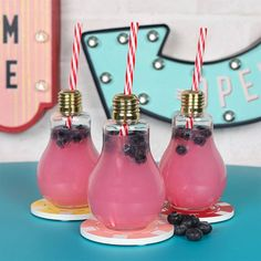 Buy Set of 8 Retro Lightbulb Glasses at competitive prices at Something Different Wholesale. Birthday Brunch, 21st Birthday, Cocktail Recipes, Cocktails, Drinks, Bloom Blossom, Quirky Gifts, Lightbulb, Glasses