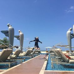 Su jin Kim on Instagram: 난 어디에 ? 점프점프 !!  #여행#여행스타그램#비행기#trip#함께#즐거움#휴가#휴가스타그램#룰루랄라#self#selfcamera#셀프#셀카#셀프카메라#발리#인도네시아#수영#뮬리아리조