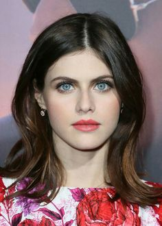 Alexandra Daddario at the 2016 premiere of 'The Choice'. Makeup Tips For Blue Eyes, Blue Eye Makeup, Hair Makeup, Beauty Makeup, Beauty Tips, Alexandra Daddario, Sleek Ponytail, Smooth Hair, Everyday Hairstyles