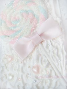 www.thepaletails.com Such a cute lil lollipop. I love pastel sparkly colours. So kawaii.