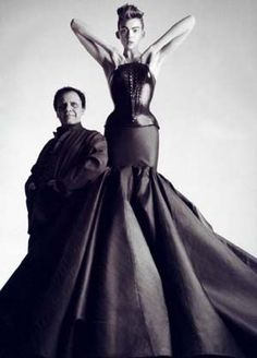 ALAIA Couture F/W 2003 – Molded leather bustier with taffeta skirt, photo by Patrick Demarchelier Patrick Demarchelier, Alaia Dress, Bustier Dress, Bustier Couture, Dress Couture, Dior Couture, Couture Fashion, Bodycon Dress, Stephanie Seymour