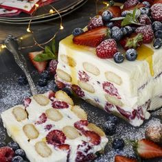 Ina Paarman's Cheesecake Trifle with Red Berries. Cheesecake Trifle, Trifle Desserts, Trifle Recipe, Cheesecake Recipes, No Bake Desserts, Just Desserts, Dessert Recipes, Charlotte Tiramisu, Christmas Lunch