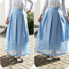 The lace design looks gorgeous Hijab Evening Dress, Hijab Dress Party, Hijab Style Dress, Modest Fashion Hijab, Skirt Fashion, Fashion Dresses, Muslim Women Fashion, Islamic Fashion, Casual Skirt Outfits